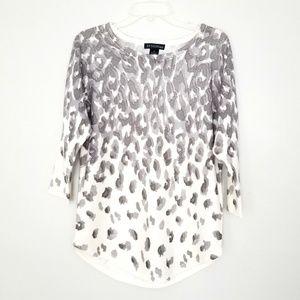Sweater Women's animal print gray and white